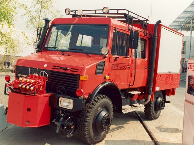 Unimog-U1600-Feuerwehr-Schiene-Strasse-1